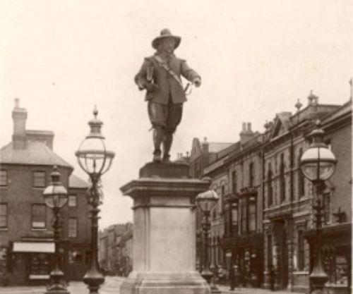 Image of statue of Oliver Cromwell in St Ives